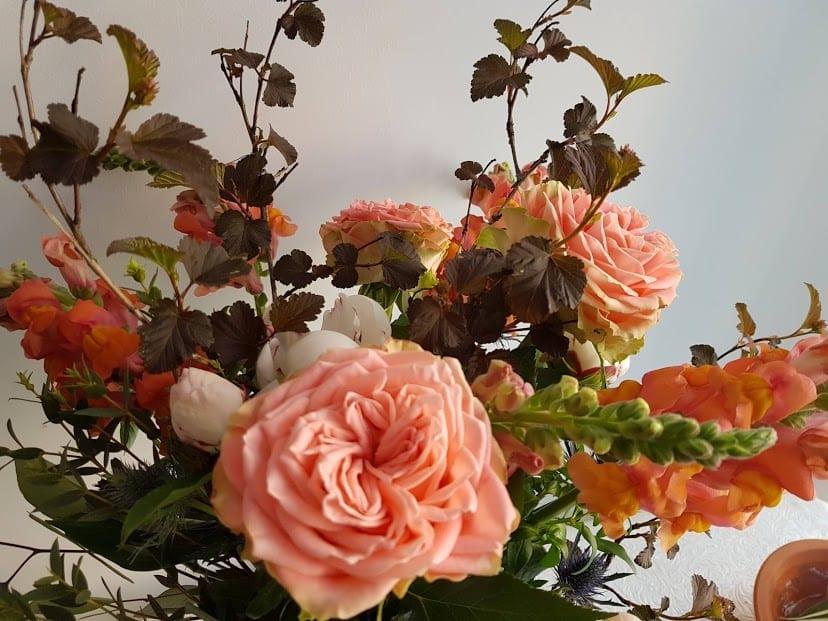 20180510_141228 puokste su sodo rožėmis