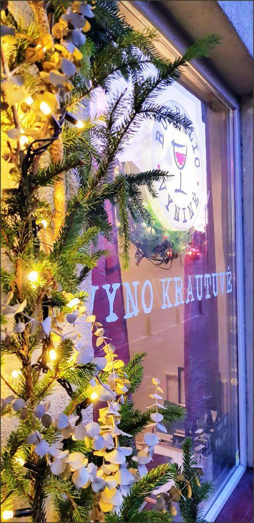 HORTUS-MAGICUS-Kalėdos-lauke.Įėjimo-dekoras-su-lemputėmis..Outdoors-Cristmas-Decoration--