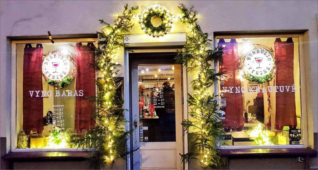 HORTUS-MAGICUS-Kalėdos-lauke.Įėjimo-dekoras-su-lemputėmis..Outdoors-Cristmas-Decoration