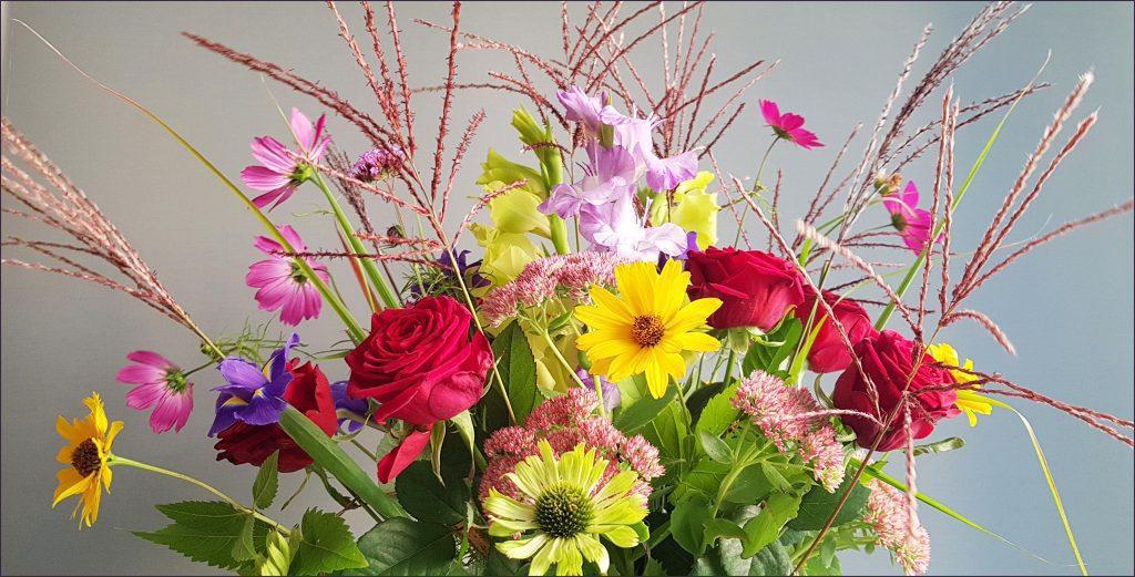 HORTUS-MAGICUS--Puokščių-pristatymas-su-kosmėjomis----Flower-delivery-