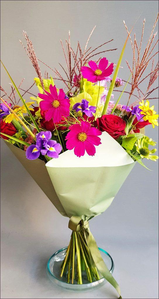 HORTUS-MAGICUS--Puokščių-pristatymas-su-kosmėjomis.Flower-delivery-