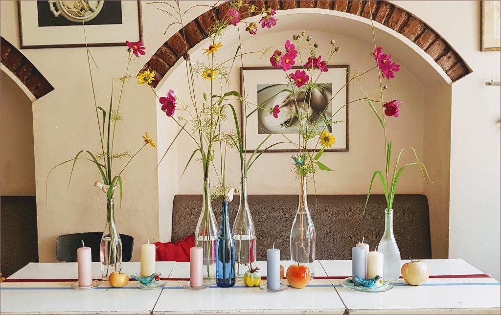 HORTUS-MAGICUS--Stalo-dekoras-su-kosmėja--Table-decoration
