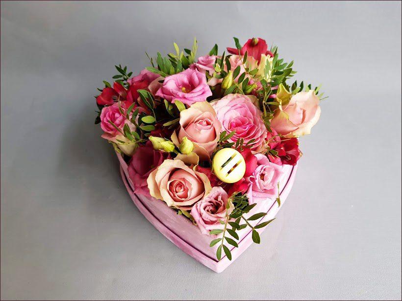 HORTUS-MAGICUS-Tikro-aksomo-dėžutė-su-gėlėmis-ir-1saga
