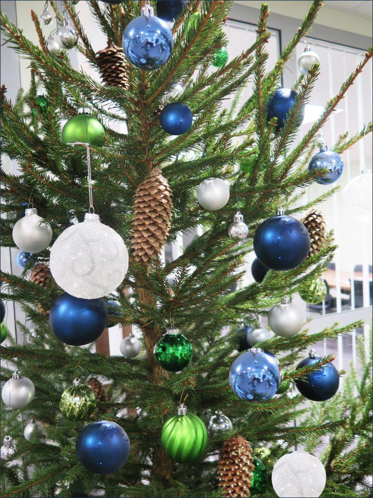 HORTUS-MAGICUS-Kalėdinė-dekoracija-biure..Eglė.-Cristmas-Tree--Decoration-