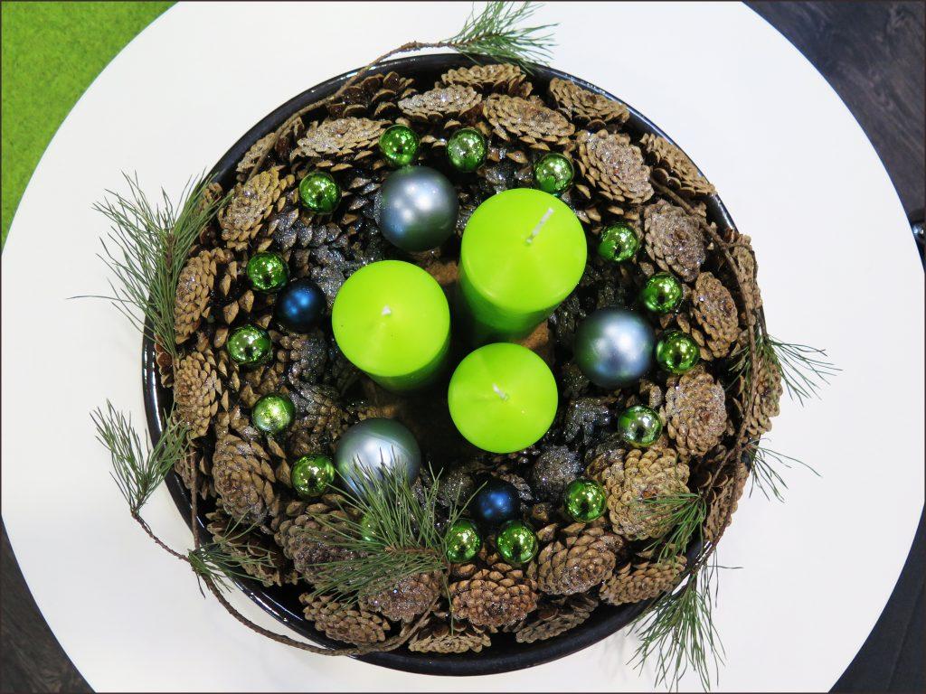 HORTUS-MAGICUS-Kalėdinė--dekoracija.-biure---Christmas-Table-Decoration-