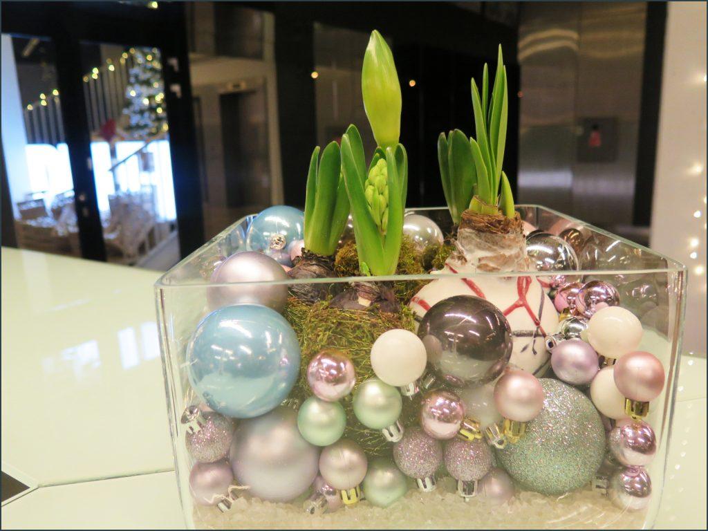 HORTUS-MAGICUS-Kaledine-kompozicija-Verslo-centre.-Christmas-decoration-with-plants.