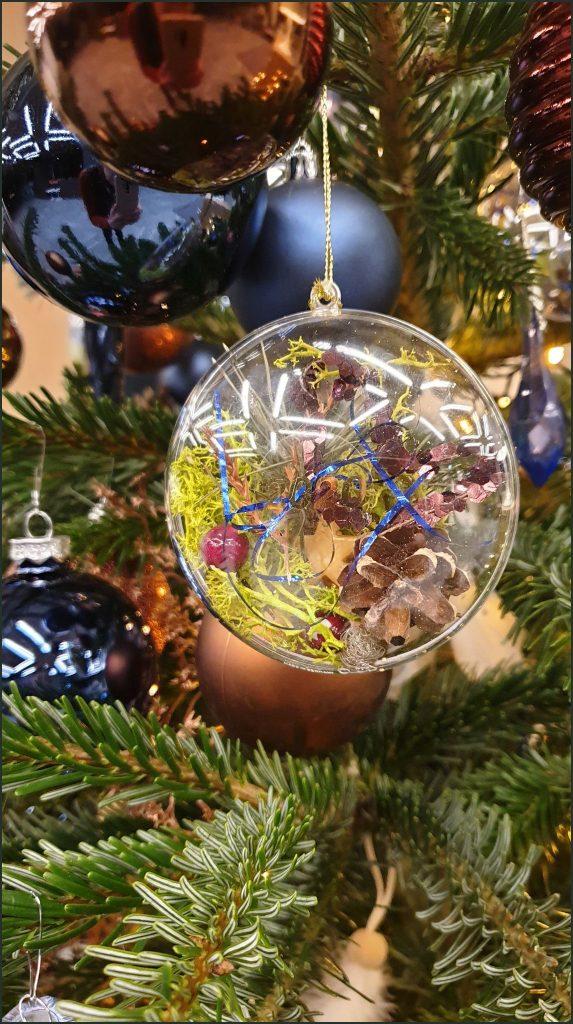 HORTUS-MAGICUS ir ANT NOSIES Kalėdinė--dekoracija.--eglutei--Christmas-Decoration-.--pg